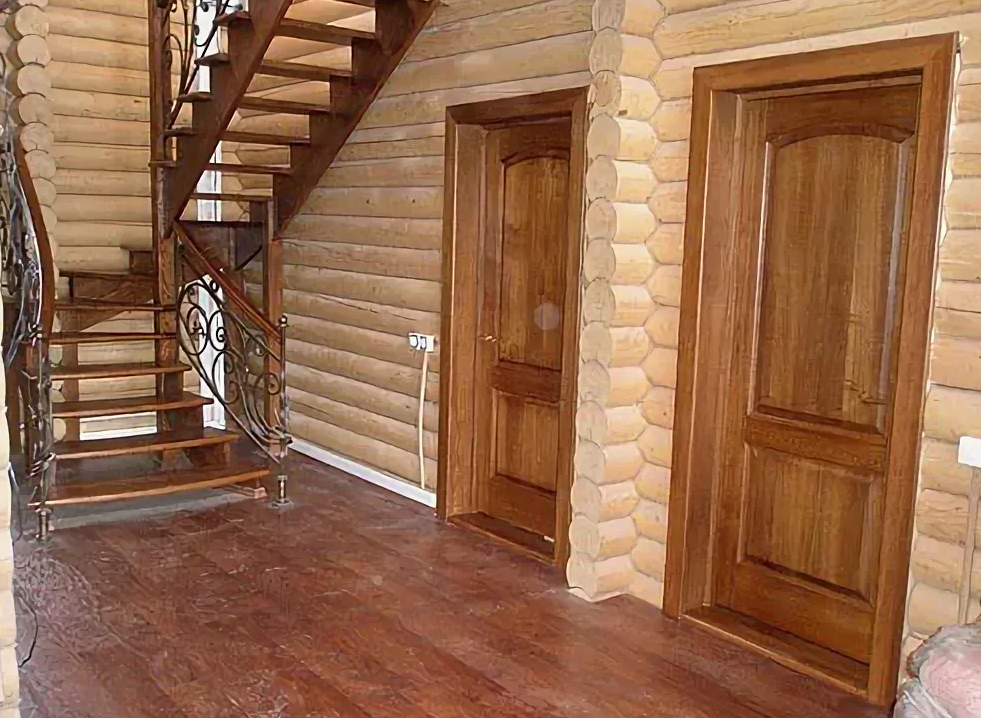 межкомнатные двери в деревянном доме фото порог когда